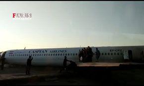 فوری؛ یک فروند هواپیمای بوئینگ در خوزستان وارد اتوبان شد + عکس و فیلم